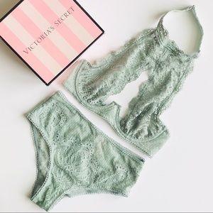 Victoria's Secret sage lingerie set - 32D/XS